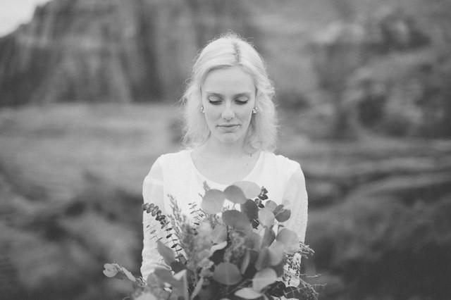 moss-redrock-desert-bridal-amazing-0811