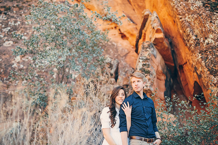 snow-canyon-cliffs-engagement-photos-0966