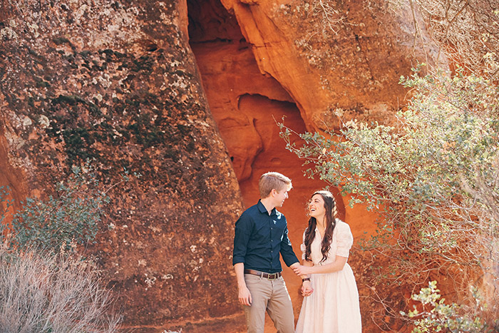 snow-canyon-cliffs-engagement-photos-0967