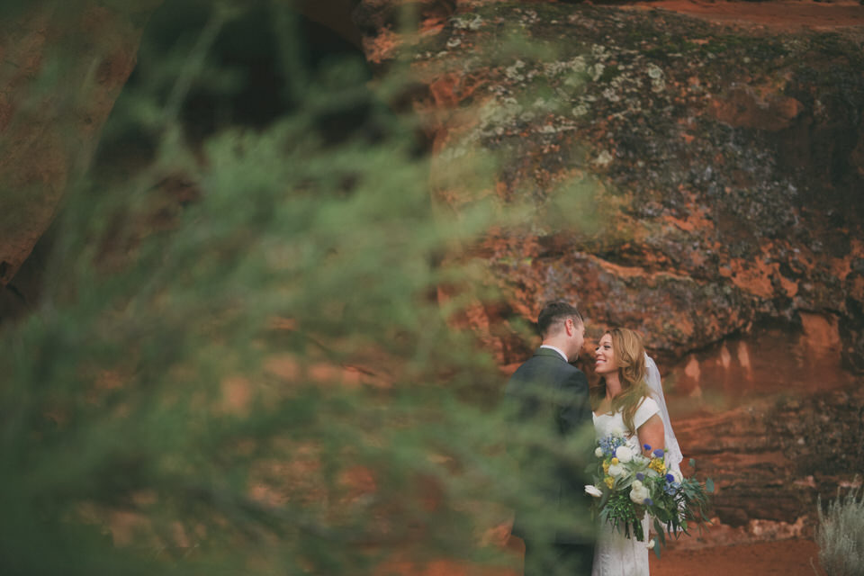 snow-canyon-rainy-wedding-photos-8405