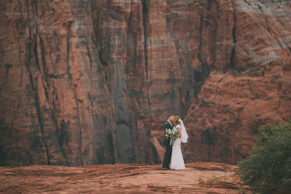 snow-canyon-rainy-wedding-photos-8410