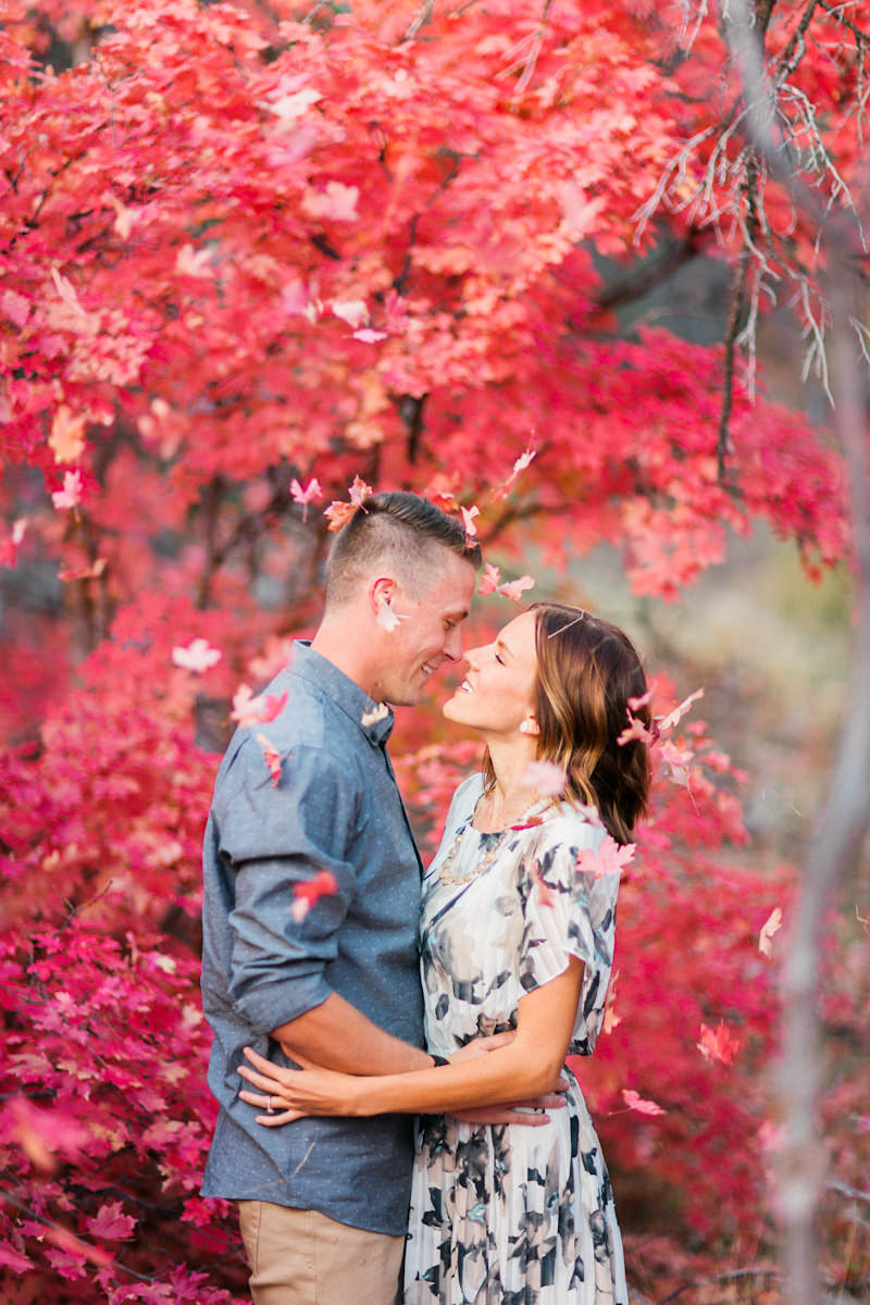 red-fall-leaves-engagement-photos-9951