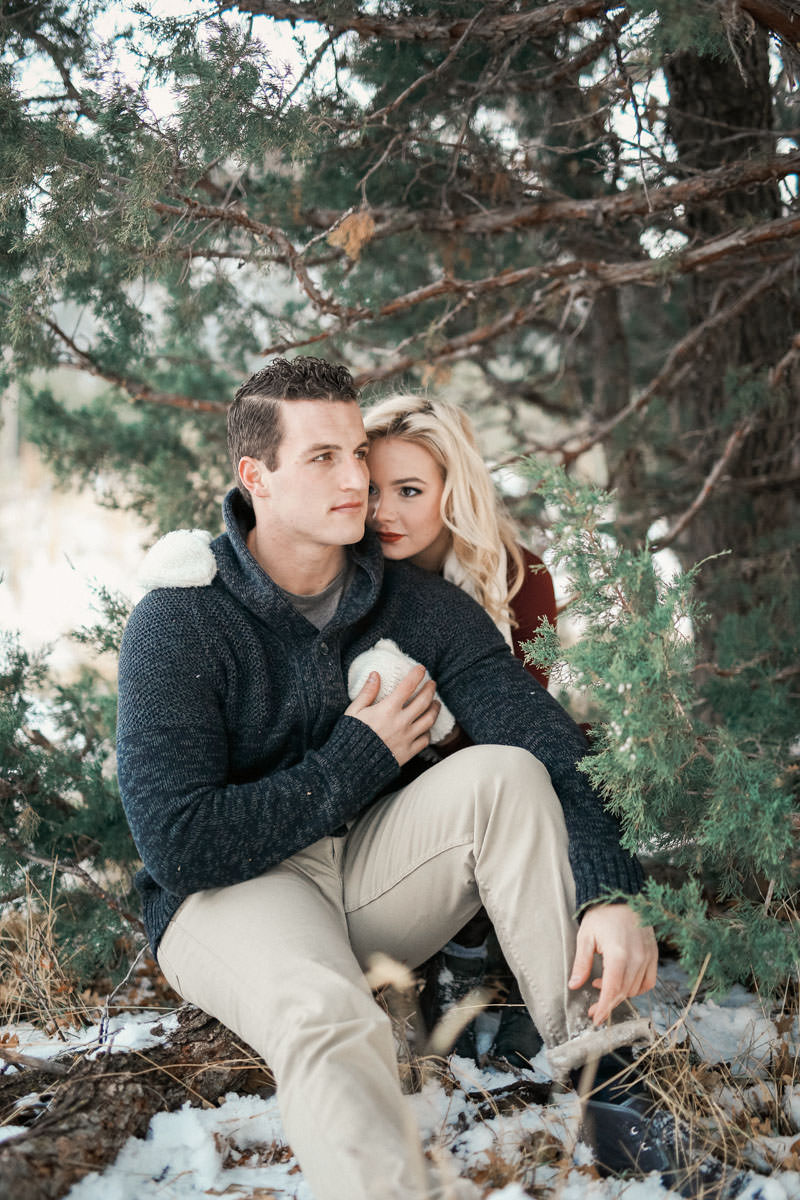 engagement-photos-in-the-snow-1079