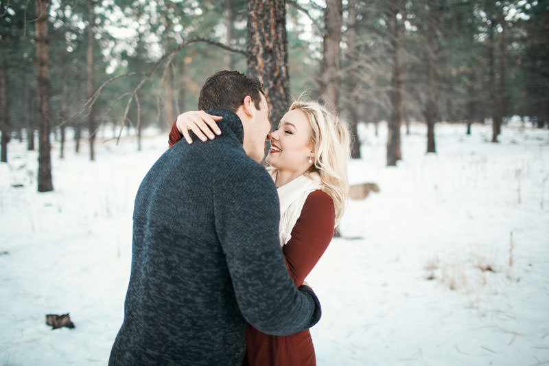 engagement-photos-in-the-snow-1088