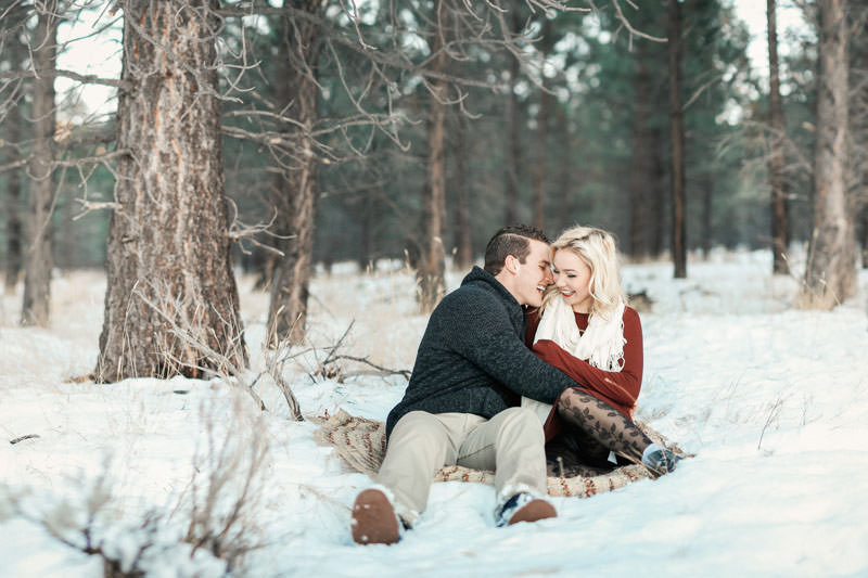 engagement-photos-in-the-snow-1091