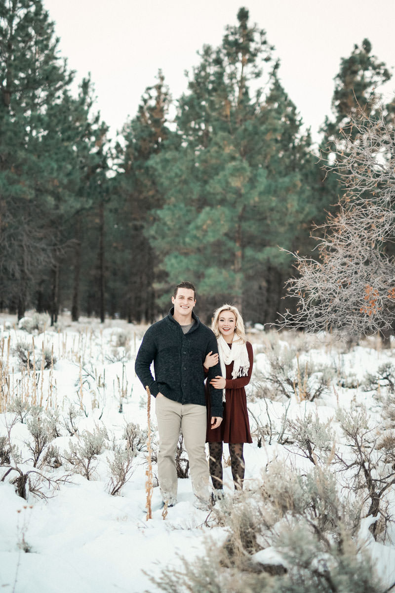 engagement-photos-in-the-snow-1093