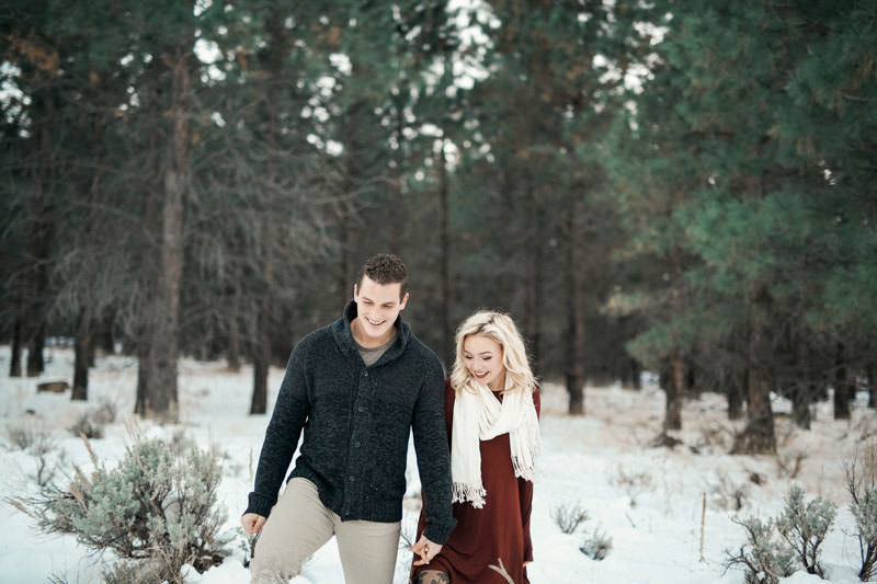 engagement-photos-in-the-snow-1095