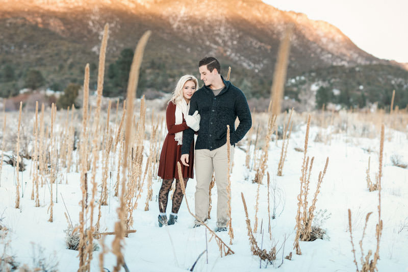 engagement-photos-in-the-snow-1096