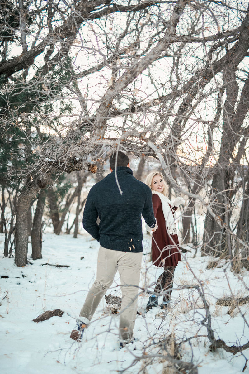 engagement-photos-in-the-snow-1100