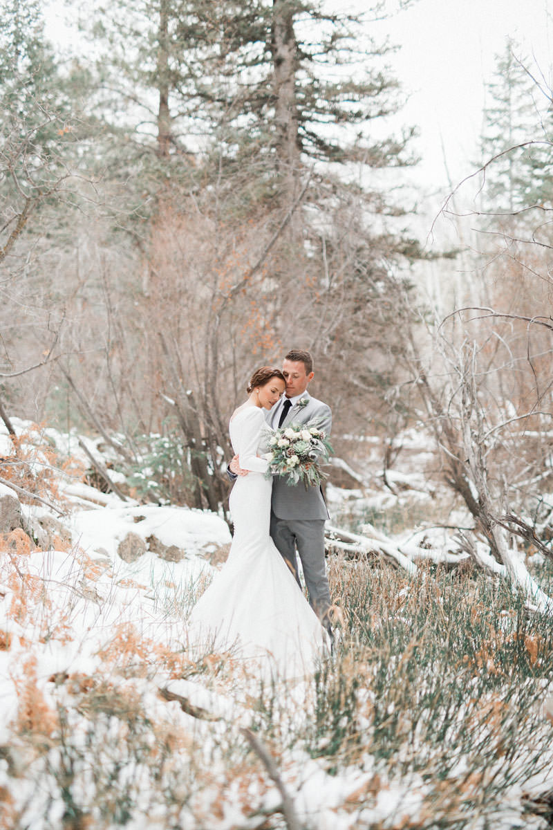 snow-fall-mountain-wedding-1256