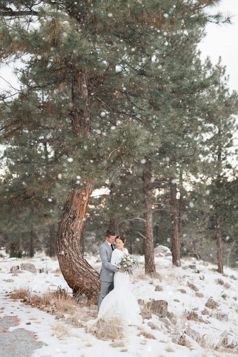 snow-fall-mountain-wedding-1261